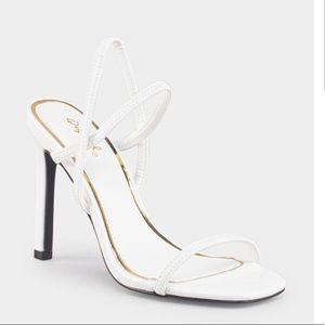NWT Qupid Strap White Heel Sandal 6